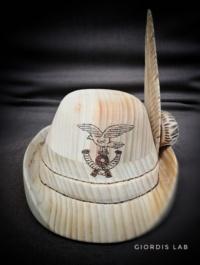 cappello alpino in legno